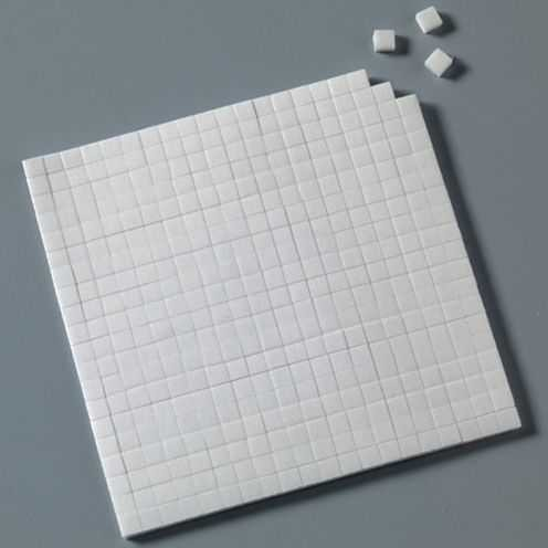 Klebekissen 5 x 5 x 3 mm, doppelseitig klebend weiß